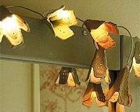 Lámpara floral con cartones de huevo