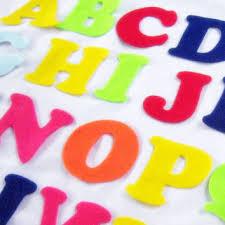 Letras 3D en fieltro. Manualidad para niños