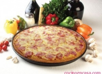 Pizzeta con jamon ,queso y atun