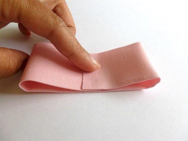 como hacer un lazo con tela paso a paso (3)