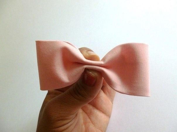 como hacer un lazo con tela paso a paso (6)