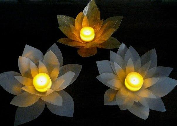 Como hacer una flor de loto con botellas recicladas (1)