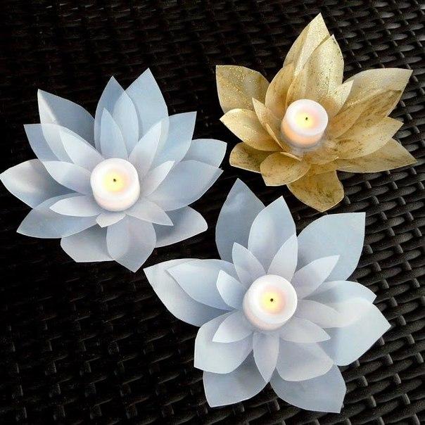 Como hacer una flor de loto con botellas recicladas (5)