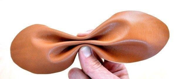 Como hacer una pulsera con cuero facil (3)