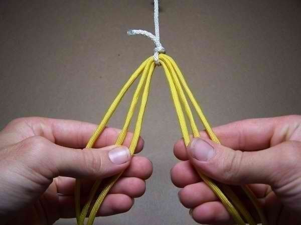 Como hacer una pulsera de 6 hilos patron (2)