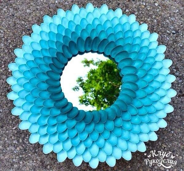 Decorar un espejo redondo con cucharas recicladas (5)