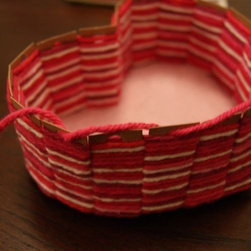 Patron para hacer una canasta de corazon (8)