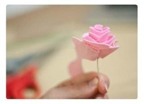 Como hacer flores de fieltro paso a paso07