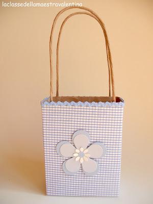 como hacer bolsas de regalo con materiales reciclables paso a paso02