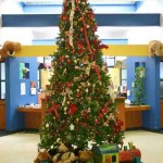 Ideas para decorar arbol navideño con peluches10