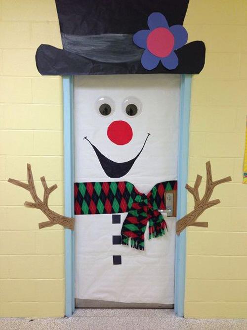 Ideas para decorar puertas en navidad04