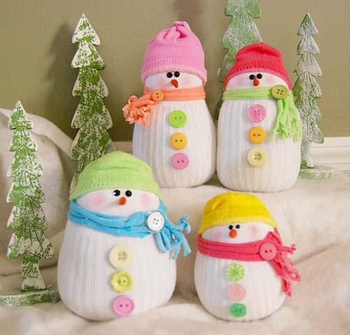Como hacer un muñeco de nieve con calcetines reciclados01