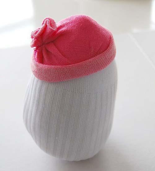 Como hacer un muñeco de nieve con calcetines reciclados05