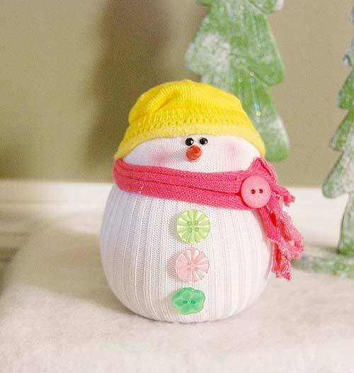 Como hacer un muñeco de nieve con calcetines reciclados09