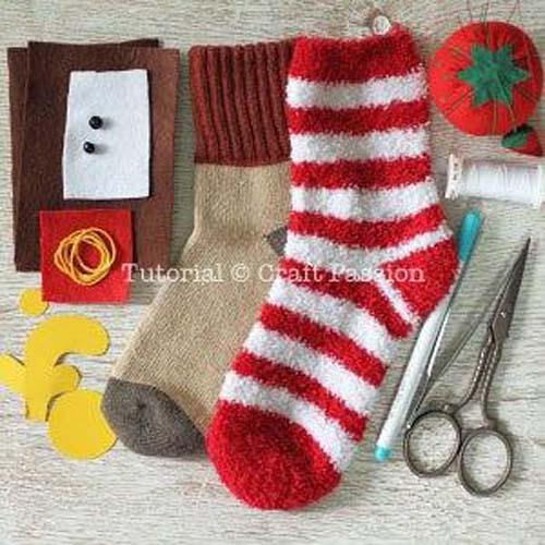 Como hacer un reno con calcetines paso a paso08