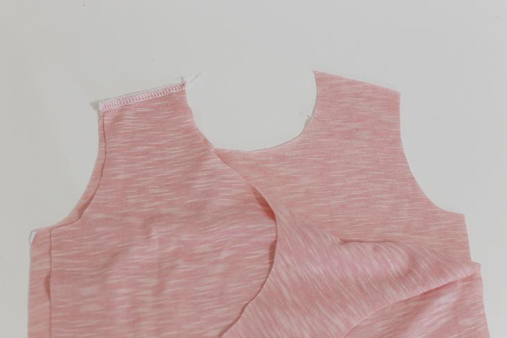 Como hacer una blusa peplum con moldes para bebe (1)