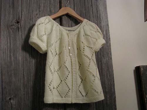 Modelos de chalecos tejidos a dos agujas para niñas de 1 año02