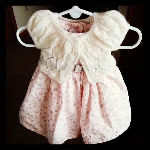 Modelos de chalecos tejidos a dos agujas para niñas de 1 año06
