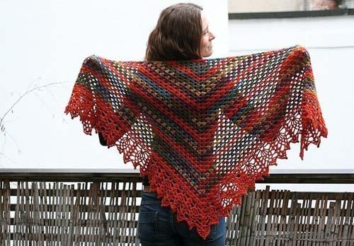 Patron gratis para hacer un chal triangular a crochet05
