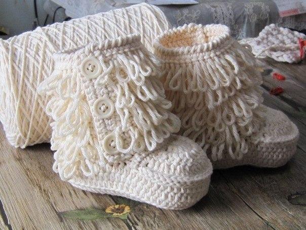 Botines tejidos a crochet para bebes02