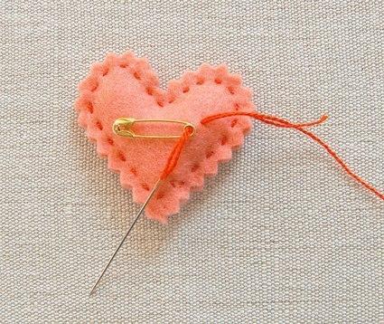 Como hacer corazones de fieltro paso a paso01