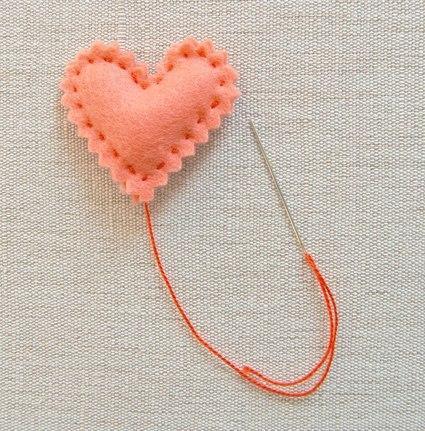 Como hacer corazones de fieltro paso a paso05