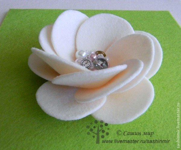Como hacer flores de fieltro paso a paso03