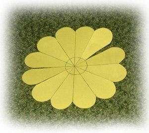 Como hacer flores de papel paso a paso01