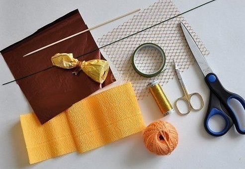 Como hacer girasoles de papel crepe07