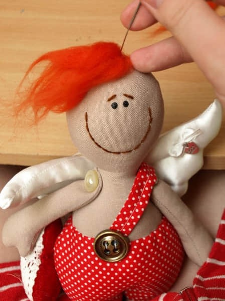 Como hacer un muñeco cupido en fieltro04