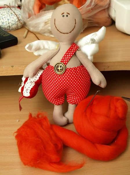 Como hacer un muñeco cupido en fieltro06