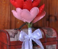 Como hacer un ramo de corazones de fieltro