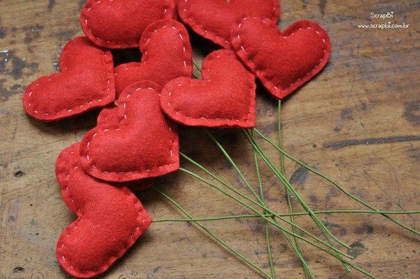 Como hacer un ramo de corazones de fieltro08
