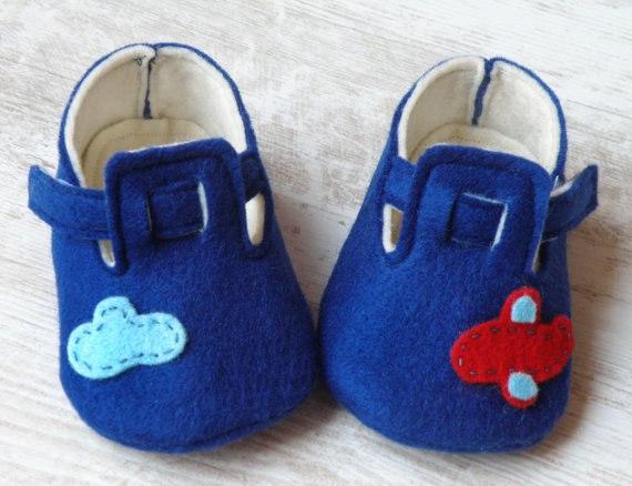Como hacer zapatitos de fieltro para bebe03
