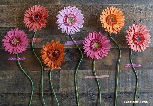 Como hacer flores de papel paso a paso06