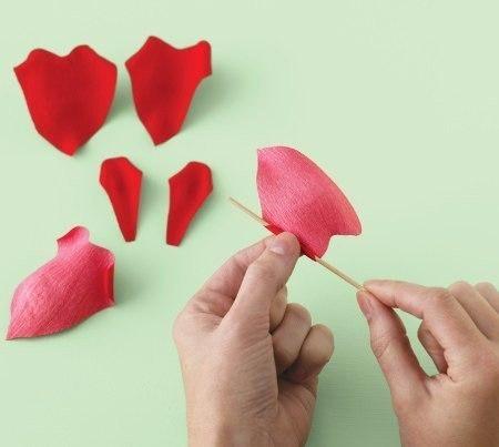 Como hacer rosas de papel paso a paso02