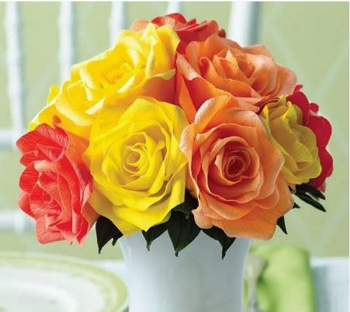 Como hacer un ramo de rosas de papel crepe02