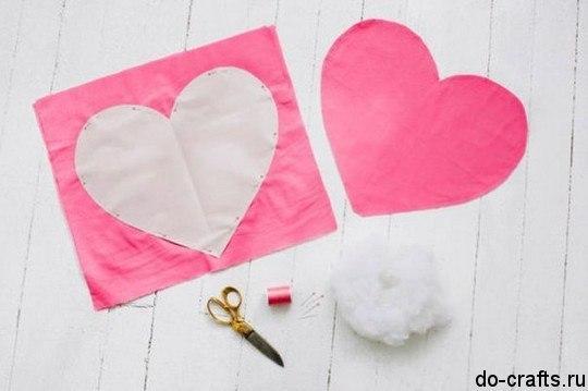 Como hacer una almohada en forma de corazon05