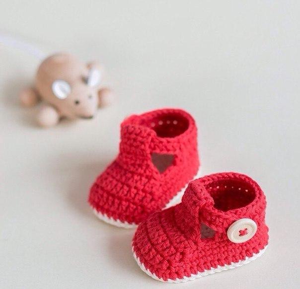 Zapatitos tejidos a crochet para bebe01
