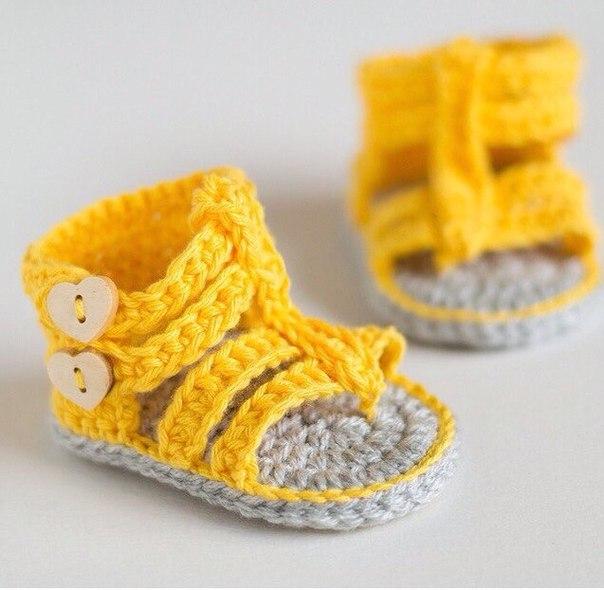 Zapatitos tejidos a crochet para bebe05