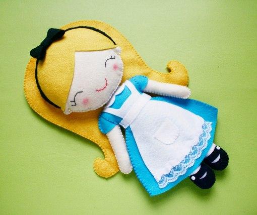 Como hacer muñecas de fieltro con moldes