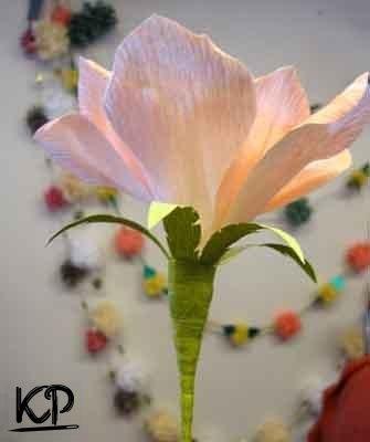 Cómo hacer flores grandes de papel (9)