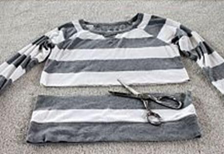 como hacer un vestido uniendo una camiseta y un sueter3