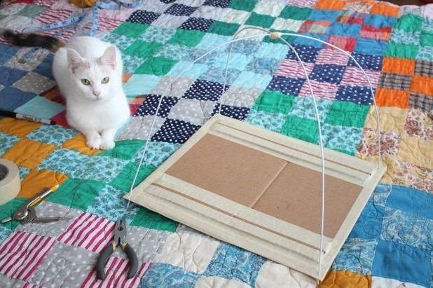 como hacer una casa para gatos con una camiseta15