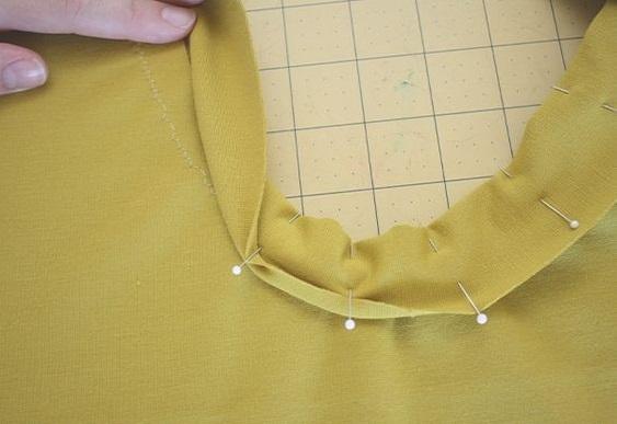 como-coser-el-cuello-en-una-camiseta5