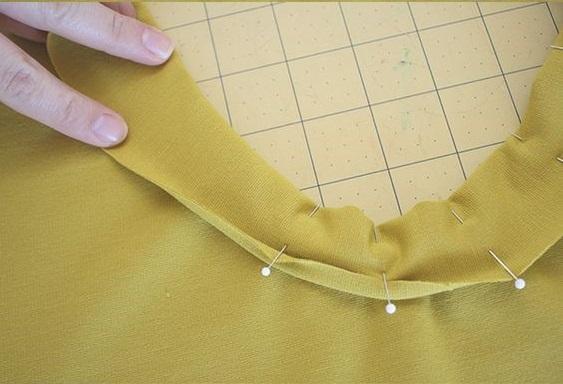 como-coser-el-cuello-en-una-camiseta6