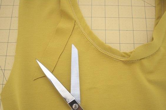 como-coser-el-cuello-en-una-camiseta8