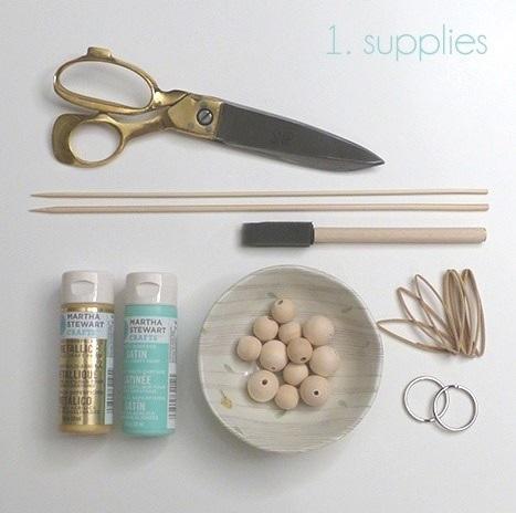 como-hacer-un-llavero-con-bolas-de-madera10