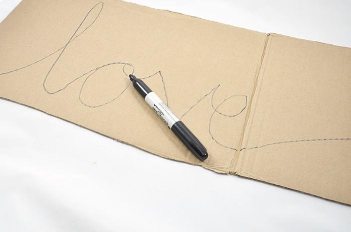 como-hacer-letras-de-carton-con-lana3