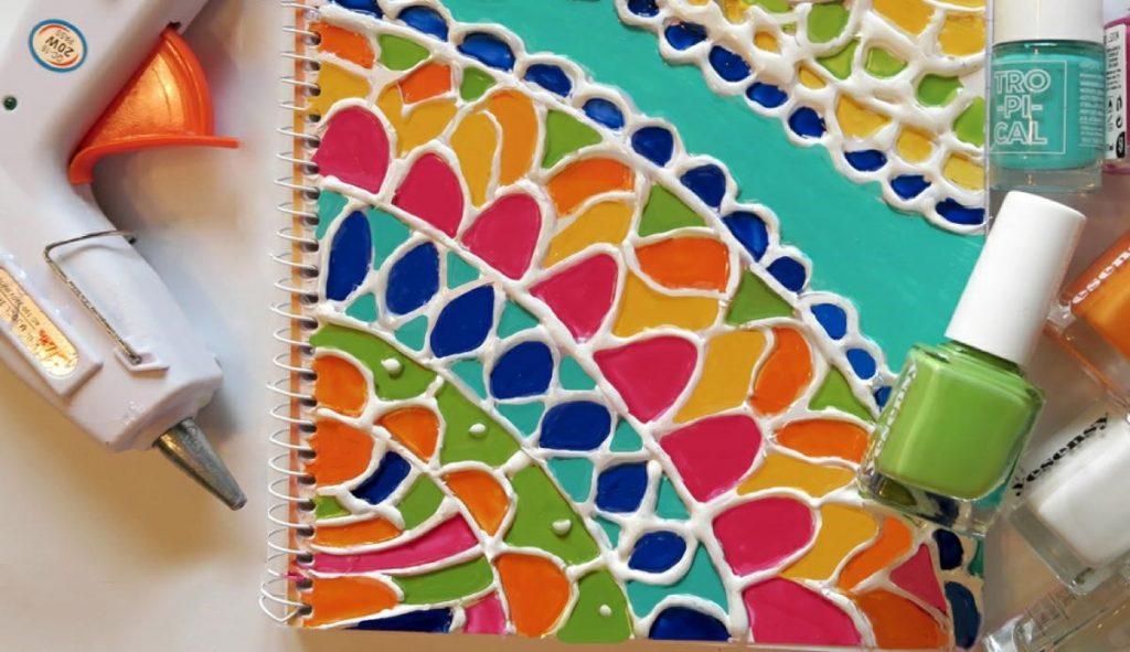 adornar cuadernos de clases con esmalte1